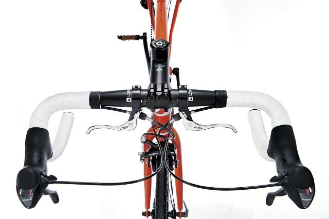 ↑サブブレーキ<通常の縦のブレーキに加え、一般的な横向きの補助ブレーキもついている>