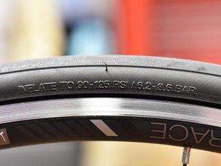 タイヤ空気圧の範囲<出典:www.bike-plus.com>